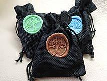 Náhrdelníky - Egyptský Amulet- Drevený nahrdelník modrý/tyrkys - 11136079_