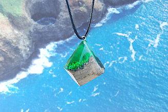 Náhrdelníky - Zelený útes- Drevený náhrdelník - 11135887_