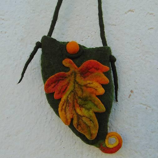 ...plstená taštička s jesenným listom...