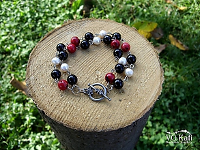 Náramky - Dvojradový náramok z koralu, ónyxu a riečnych perál - 11137591_