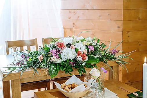 Aranžmán na mladomanželský stôl