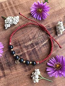 Náramky - Červený tribal makramé náramok s čiernym ónyxom - 11139777_