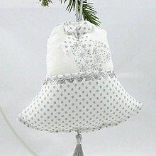 Úžitkový textil - ODETA - strieborné srdiečka a bodky na bielej - zvonček 13x13 - 11138820_