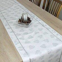 Úžitkový textil - ODETA - strieborné srdiečka a bodky na bielej - štóla - 11139242_