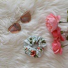 Ozdoby do vlasov - Gumka-bledomodrá s ružami - 11138197_