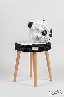 Dekorácie - Háčkovaná taburetka PANDA - 11138876_