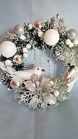 Dekorácie - Vianočný veniec s bielym vtáčikom - 11139153_