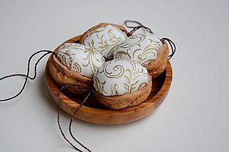Dekorácie - vianočné vlašské oriešky - 11143342_