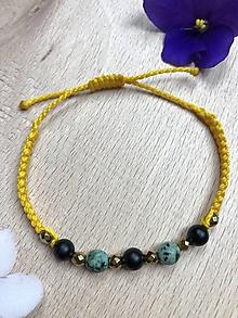 Náramky - Žltý makramé náramok s africkým tyrkysom, čiernym ónyxom a zlatým hematitom - 11143289_