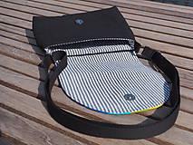 Kabelky - Taška crossbody s dúhovou klopou čierna - 11141151_