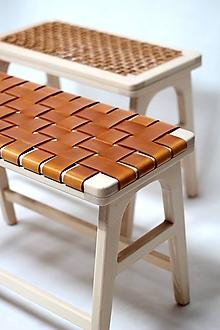 Nábytok - Drevená lavička / stolík s koženými pruhmi - 11147343_