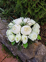 ikebana  na hrob s ružami a pivóniami  30 cm