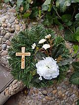 čečinový veniec na hrob s krížikom 24 cm