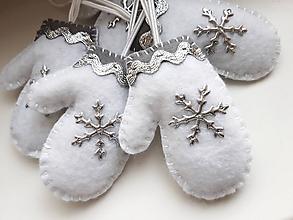 Dekorácie - Vianočné rukavičky - strieborné - 11146743_