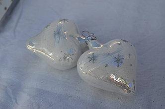 Dekorácie - Biele lesklé srdiečka s hviezdičkami - 11146794_