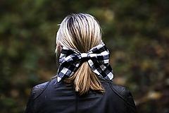Ozdoby do vlasov - Károvaná maxi ušatá mašľa do vlasov - 11147918_