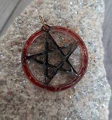 Náhrdelníky - Pentagram červený živica prívesok - 11144665_