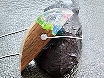 Náhrdelníky - Dúhový prívesok- Drevený náhrdelník - 11146659_