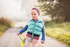 Detské oblečenie - Veselá, chlpatá, pásikavá vesta - 11147962_