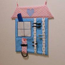 Detské doplnky - Sponkovník*Modrý domček* - 11148736_