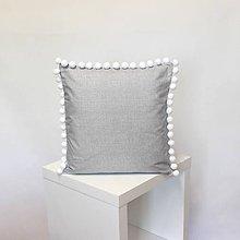 Úžitkový textil - vankúš Grey s brmbolcami (3veľkosti) - 11152828_