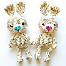 Hračky - Srdiečkový háčkovaný zajko - 11149450_