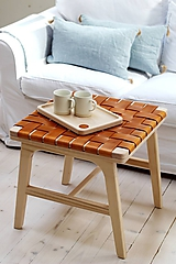 Nábytok - Drevený stolík s koženými pruhmi - 11150949_