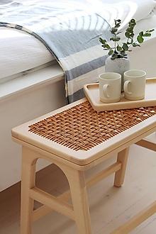 Nábytok - Drevená lavička / stolík s koženým výpletom - 11148903_