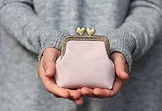 Peňaženky - Korková peňaženka s kovovým rámikom - ružová - 11150359_