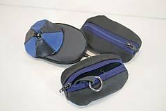 Iné tašky - Kožená kľúčenka - čiapky- modrá a čierna - 11148992_