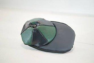 Iné tašky - Kožená kľúčenka - čiapky - zelená a čierna - 11150136_