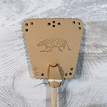 Dekorácie - Malá kožená plácačka na muchy - hnedá - mucha - 11150294_