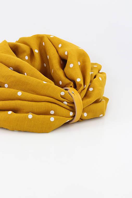 Veľký dvojitý ľanový nákrčník prekrásnej zlatožltej farby s bodkami