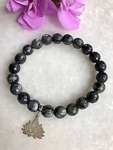 Náramky - Dámsky náramok z minerálu larvikit / Ag925 strieborný lotosový kvet - 11150616_