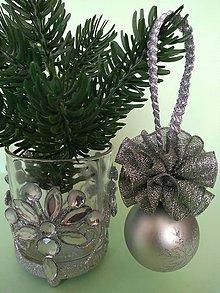 Dekorácie - Strieborná vianočná guľa (so sukienkou I) - 11150079_