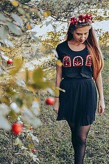 Tričká - Ručne vyšívané tričko - 11152349_