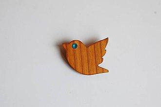 Odznaky/Brošne - Drevená brošňa na odev - Čerešňový vtáčik 1 - 11151406_