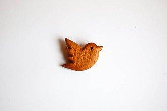 Odznaky/Brošne - Drevená brošňa na odev - Čerešňový vtáčik 2 - 11151548_