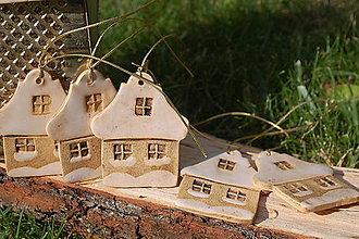 Dekorácie - Keramický domček zasnežený - 11150096_