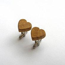 Šperky - Drevené manžetové gombíky - hrabové srdiečka - 11151799_