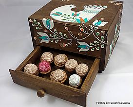Dekorácie - Vianočné háčkované Oriešky Pre Radosť - 11149696_