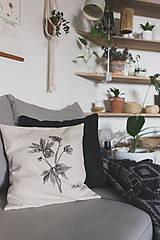 Úžitkový textil - Vankúš s ručnou perokresbou - helleburus - 11154795_