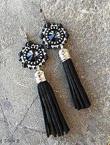 Náušnice - Dlhé béžovo-čierne Swarovski náušnice so strapčekom - 11155771_