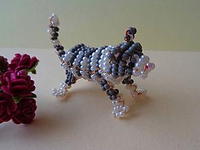 Hračky - Mini mačička z korálok - 11155655_