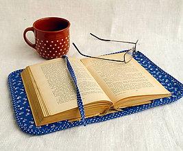 Knihy - Ručne prešívaný obal na knihu (Modrá s kvietkami) - 11155541_