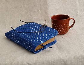 Knihy - Ručne prešívaný obal na knihu (Modrá s bielou bodkou) - 11155549_