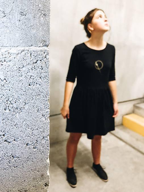 Šaty volánový strih M03-el-IO29