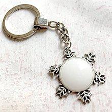 Kľúčenky - White Jade Snowflake Keychain / Kľúčenka s bielym jadeitom - snehová vločka - 11160486_