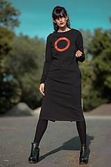 Šaty - FNDLK úpletové šaty 426 RVL midi s rozparkem - 11156980_