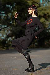 Šaty - FNDLK úpletové šaty 426 RVL midi s rozparkem - 11156984_